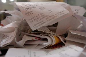 Αποδείξεις: Ανατροπή! Ποιοί πρέπει να κρατούν τις χάρτινες – Στο γιατρό μόνο με κάρτα!