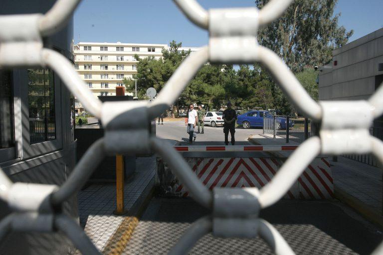 Άρχισαν τα εξώδικα για τις περικοπές στους απόστρατους- Ακολουθούν μηνύσεις | Newsit.gr