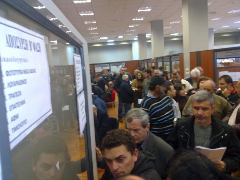Ουρές και προβλήματα για την απόσυρση | Newsit.gr