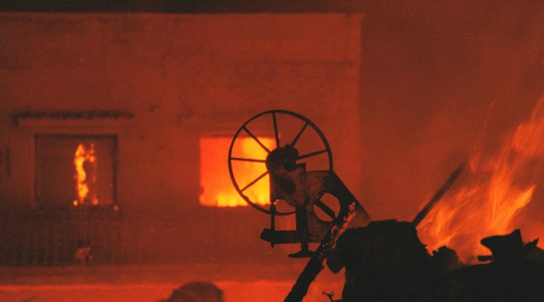 Καβάλα: Φωτιά σε αποθήκη ξυλείας | Newsit.gr