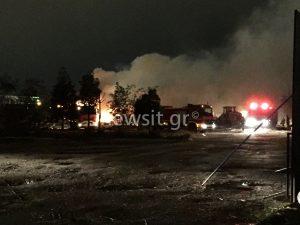 Φωτιά στον Ταύρο: Ολονύχτια μάχη με τα… σκουπίδια