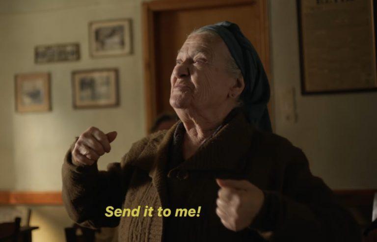 «Πάρε κι εμένα»! Εκπληκτική διαφήμιση του iPhone 7 στην Ελλάδα! [vid] | Newsit.gr