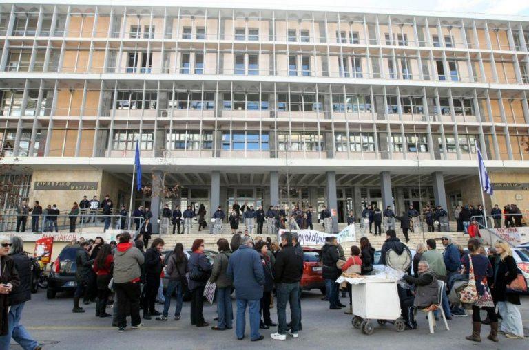 Ένοχοι οι 11 συλληφθέντες του ΑΠΘ! Ένταση έξω από τα δικαστήρια – ΒΙΝΤΕΟ | Newsit.gr
