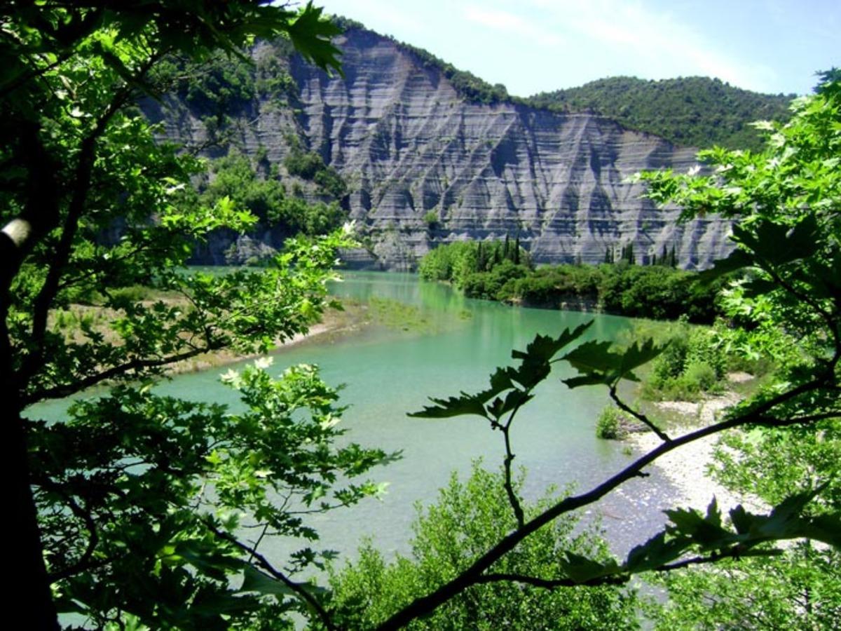 Πετρελαιοκηλίδα  στον ποταμό Άραχθο… | Newsit.gr