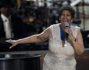 """Η Aretha Franklin """"κρεμάει"""" το μικρόφωνο της [vids]"""