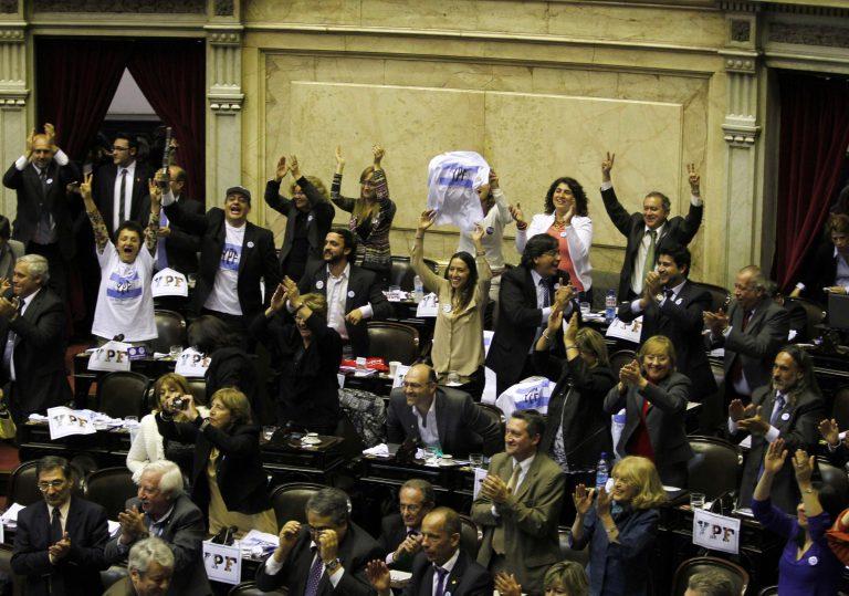 Επίδειξη δύναμης από την Αργεντινή – Κρατικοποιεί την YPF κι ας… φωνάζει η Ισπανία | Newsit.gr