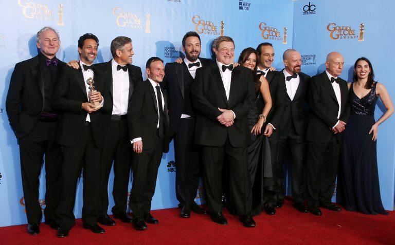 Argo και Miserables μεγάλοι νικητές στις Χρυσές Σφαίρες   Newsit.gr
