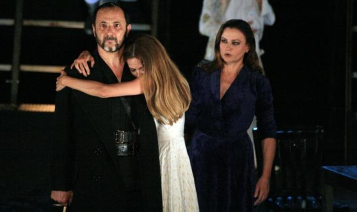 Αποθέωσαν την Κ. Καραμπέτη και τον Σ. Μάινα στην Αργολίδα!   Newsit.gr