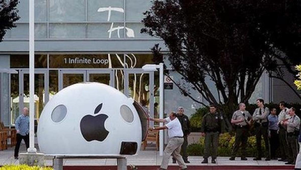 Δείτε την Greenpeace να διαμαρτύρεται έξω από την Apple! | Newsit.gr