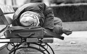 Αγίου Βαλεντίνου 2016: Δασκάλα και μαθητές μοίρασαν κασκόλ σε άστεγους