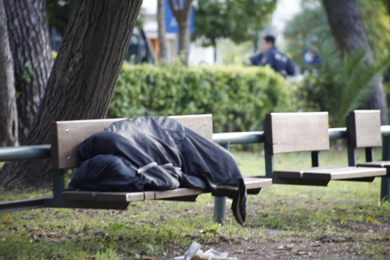 Πάτρα: Άστεγος βρήκε καταφύγιο στο νεκροταφείο…   Newsit.gr