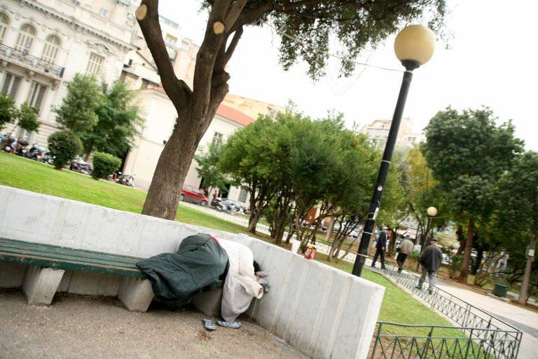 Θεσσαλονίκη: Έκλεψαν μέχρι και άστεγο στην πλατεία   Newsit.gr