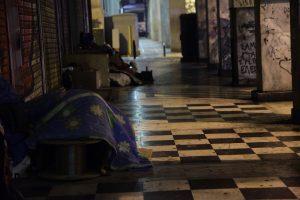 ΕΔΕ για τον υπάλληλο που «πέταξε» άστεγους στο κρύο