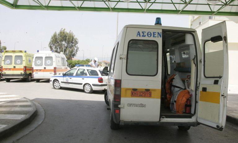 Αυτοκίνητο παρέσυρε γυναίκα σε καροτσάκι και την έριξε στο χαντάκι | Newsit.gr