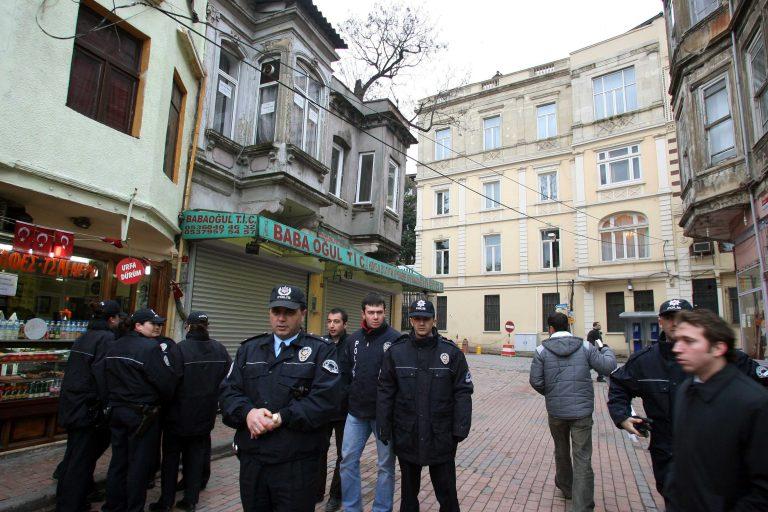 Υπέκυψε στα τραύματά του τούρκος αστυνομικός από την επίθεση στην Κωνσταντινούπολη | Newsit.gr