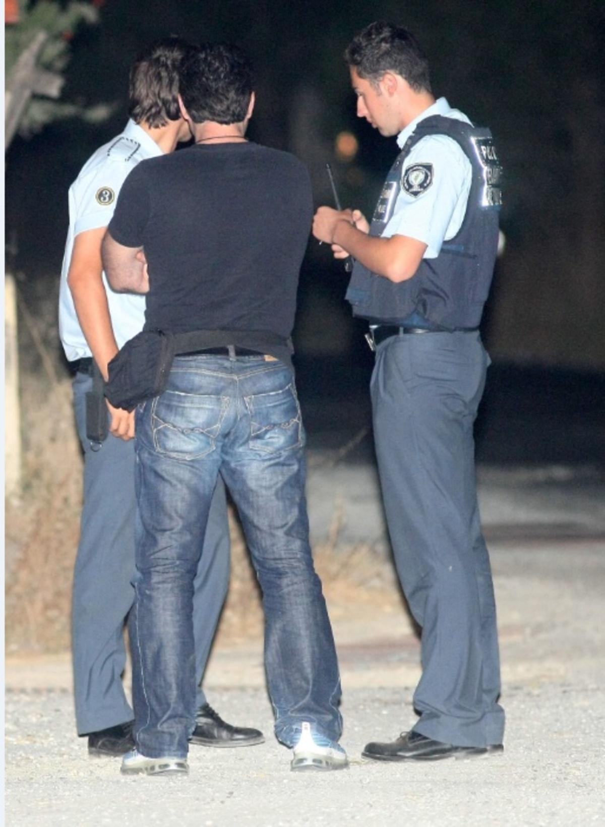 Κορινθία: Πήγαν να πουλήσουν χασίς σε αστυνομικό! | Newsit.gr