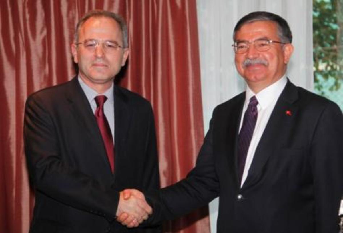Τι συζήτησαν Μπλεγλίτης και Γιλμάζ στη συνάντησή τους | Newsit.gr