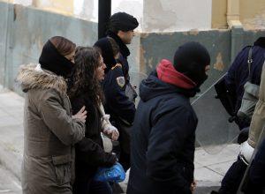 25χρονη συλληφθείσα: «Συνεχίζω με τους συντρόφους Πόλα Ρούπα, Νίκο Μαζιώτη»