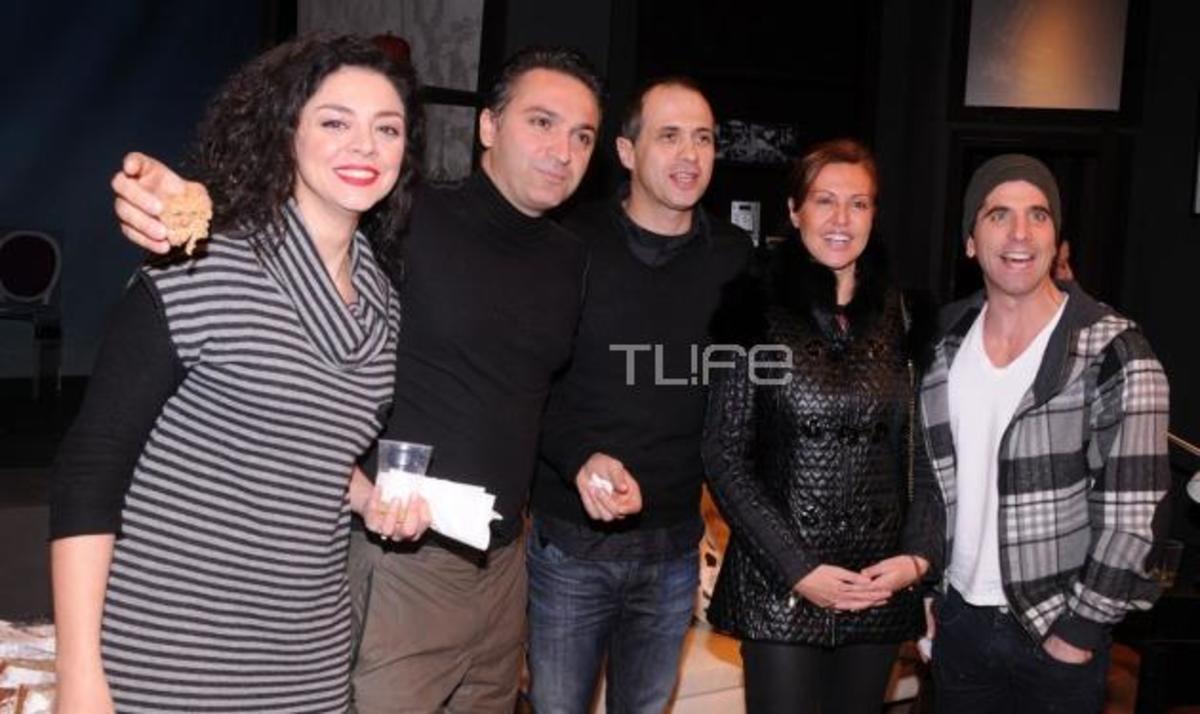 Το TLIFE στην κοπή της πίτας του θεάτρου Αθηνά! Δες ποιοι βρέθηκαν εκεί | Newsit.gr