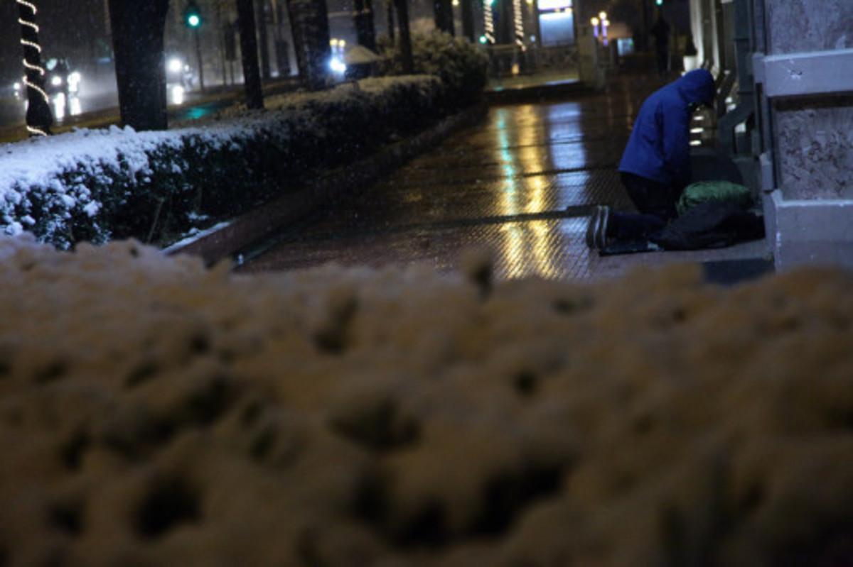 Υγιέστατος ο αντικαταστάτης του υπάλληλου που έβγαλε στο κρύο τους άστεγους | Newsit.gr