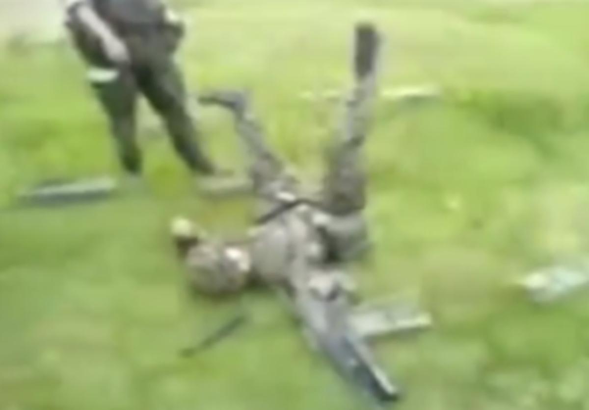 Με τα όπλα δεν παίζουν! Τα πιο απίστευτα ατυχήματα σε ένα βίντεο! | Newsit.gr