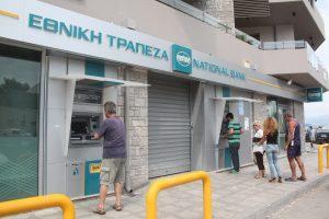 Οι Έλληνες έχουν σπίτι και αυτοκίνητο, όχι όμως και καταθέσεις