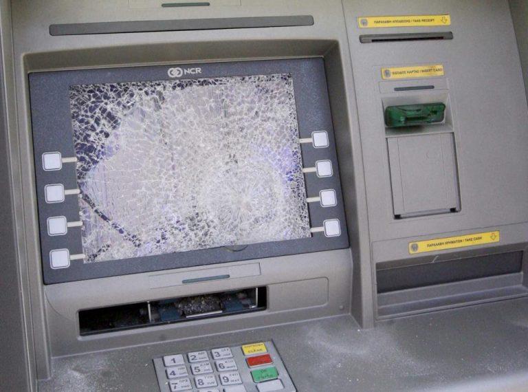 Πάτρα: Προσπάθησαν να «σηκώσουν» το ΑΤΜ | Newsit.gr