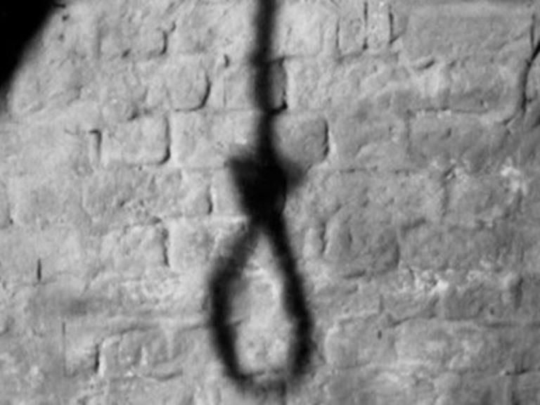 Πάτρα: Το τελευταίο αντίο για την 15χρονη που κρεμάστηκε στην αυλή του σπιτιού της | Newsit.gr