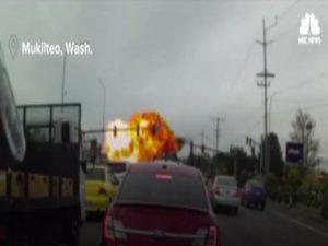 Συγκλονιστικό βίντεο: Αεροπλάνο προσγειώθηκε σε κεντρική λεωφόρο!