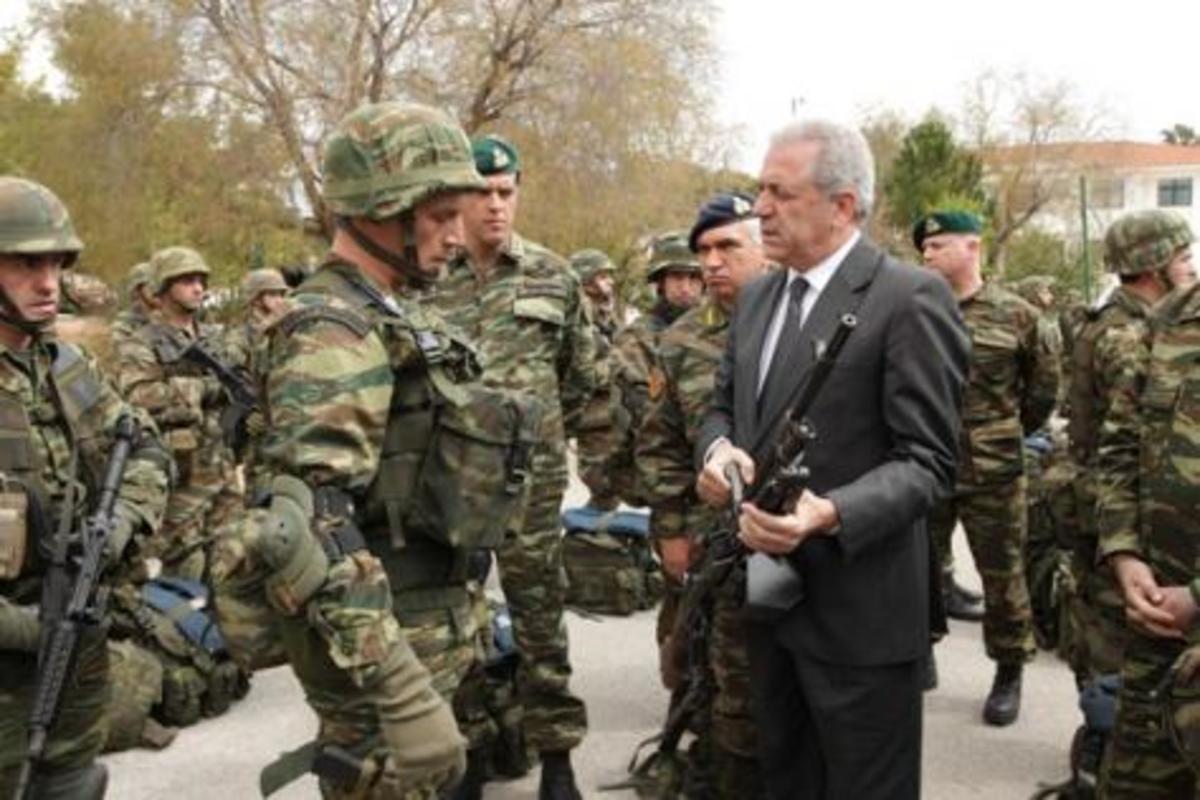 Αβραμόπουλος-γιοκ στα στρατόπεδα για το Πάσχα | Newsit.gr
