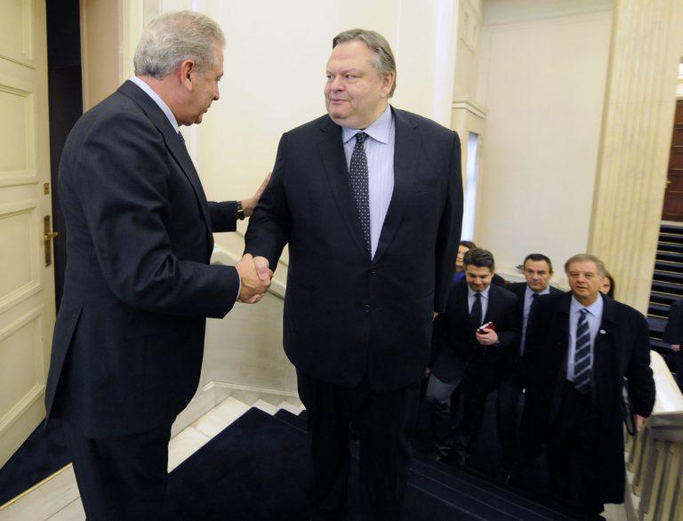 Η εθνική συνεννόηση σε θέματα εξωτερικής πολιτικής, στο επίκεντρο της συνάντησης Αβραμόπουλου-Βενιζέλου | Newsit.gr