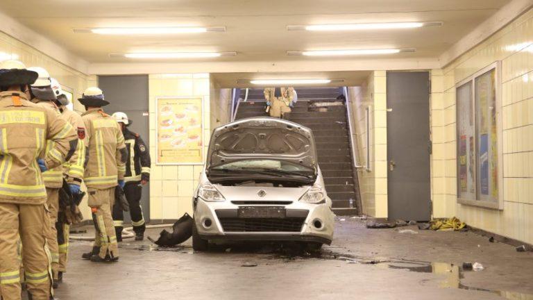 Τρόμος στο Βερολίνο! Αυτοκίνητο μπήκε σε σταθμό του μετρό – Παρέσυρε 6 άτομα