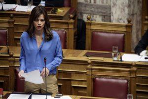 Αχτσιόγλου: Η συμφωνία για τα εργασιακά βάζει φρένο στις απαιτήσεις των δανειστών
