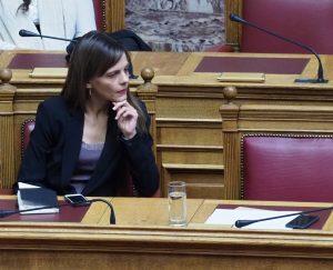 Αχτσιόγλου: Η Ελλάδα πειραματόζωο του ΔΝΤ και των νεοφιλελεύθερων δυνάμεων