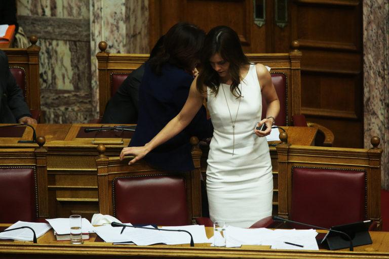 Ποια μέτρα; Εντυπωσιακή στα λευκά η Έφη Αχτσιόγλου [pics] | Newsit.gr