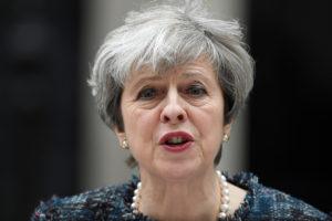 «Μύδροι» Μέι! «Ευρωπαίοι αξιωματούχοι επιχειρούν να επηρεάσουν τις βρετανικές εκλογές»