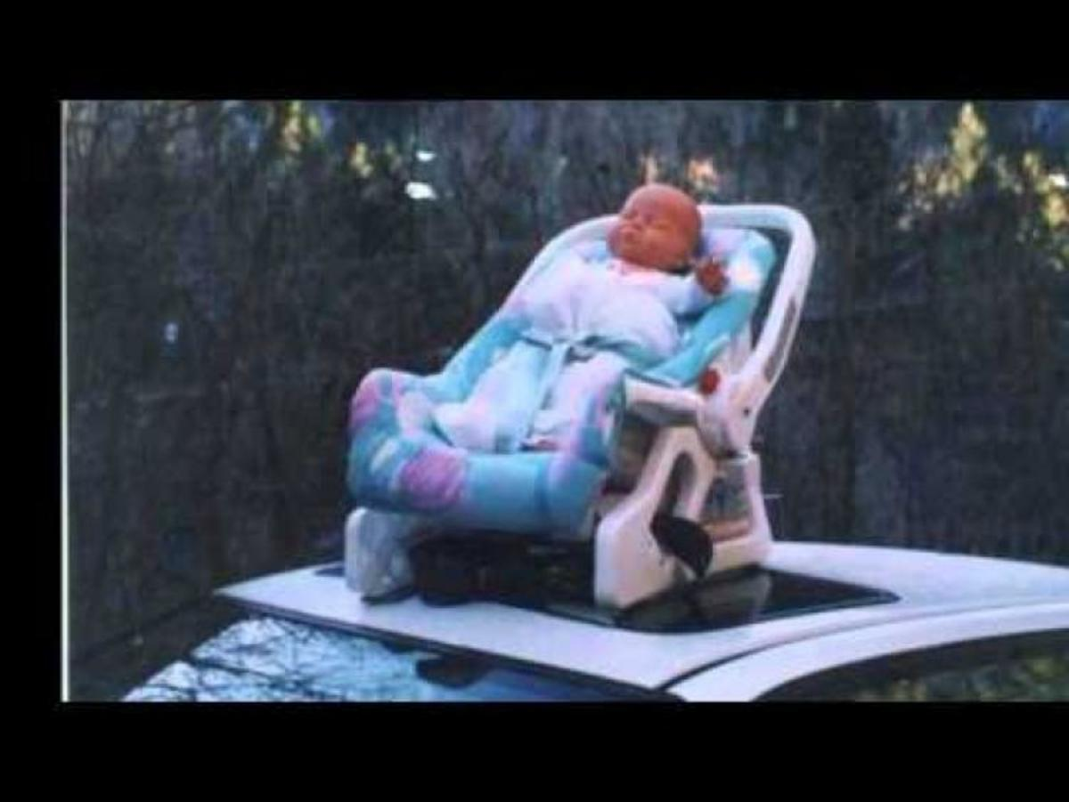 Ξέχασε το μωρό στην οροφή του αυτοκινήτου και έβαλε μπρος! | Newsit.gr