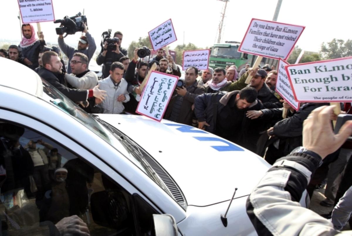 Πέταξαν παπούτσια στον ΓΓ του ΟΗΕ! ΦΩΤΟ | Newsit.gr