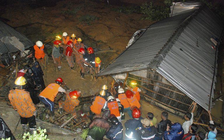 51 νεκροί από κατολισθήσεις στο Μπανγκλαντές | Newsit.gr