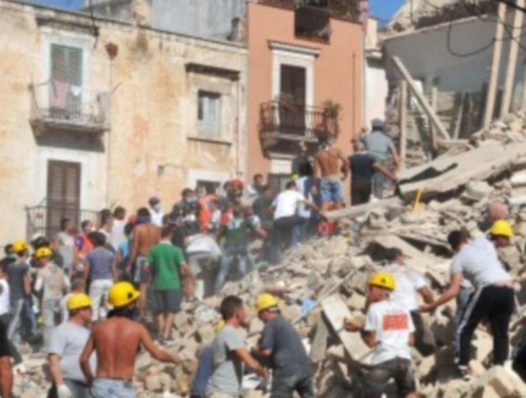 Τραγωδία στην Ιταλία! Πέντε νεκροί από κατάρρευση κτιρίου – Δείτε το βίντεο | Newsit.gr