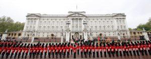 """Ξεσηκωμός στη Βρετανία για την """"χρυσή"""" ανακαίνιση της Βασίλισσας"""
