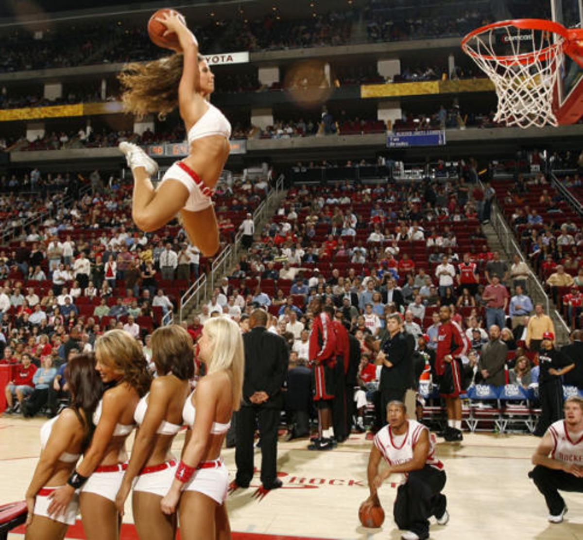 Καρφί» για γυναικείο basket με εσώρουχα – Αποκαλυπτικό video, φωτο | Newsit.gr