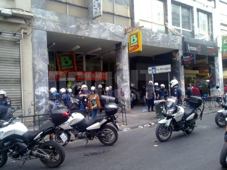 Πλιάτσικο σε σούπερ μάρκετ στην Αιόλου – Αποκλειστικό βίντεο | Newsit.gr