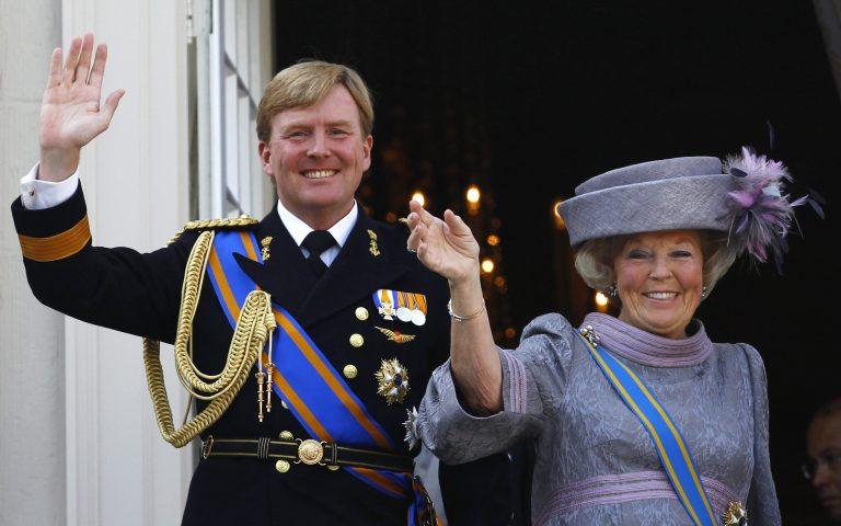 Εγκαταλείπει το θρόνο η βασίλισσα Βεατρίκη | Newsit.gr