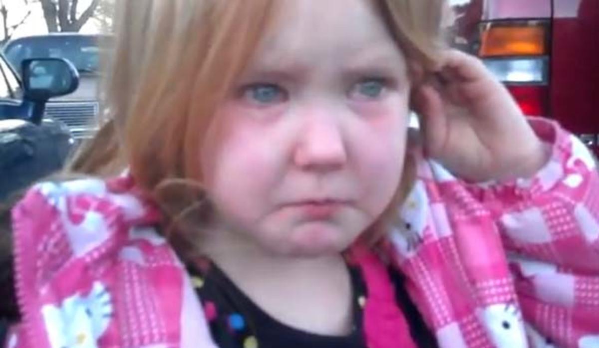 Πιτσιρίκα λέει με λυγμούς:»Βαρέθηκα τον Μπρόνκο Μπάμα και τον Μιτ Ρόμνεϊ» – VIDEO | Newsit.gr