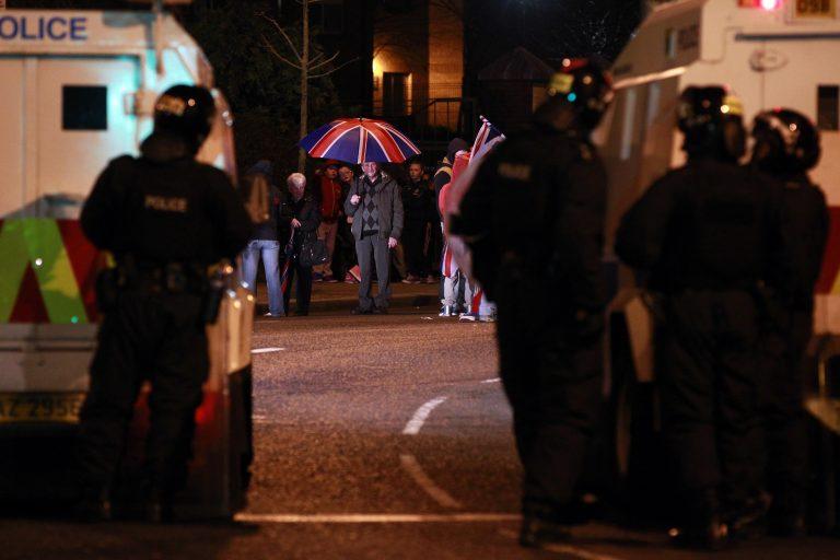 Επεισόδια και τραυματισμοί στο Μπέλφαστ | Newsit.gr