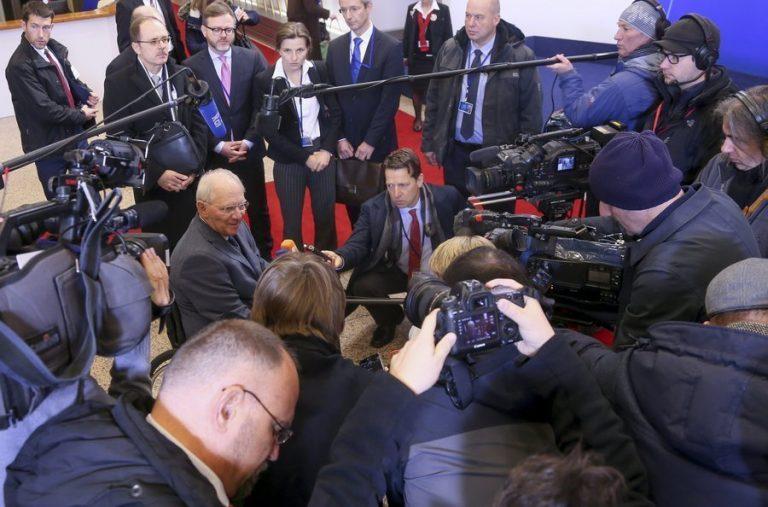 Ο Σόιμπλε θέλει να γονατίσει την Ελλάδα! Ζητεί πρωτογενές πλεόνασμα 3,5% για άλλα 10 χρόνια! | Newsit.gr