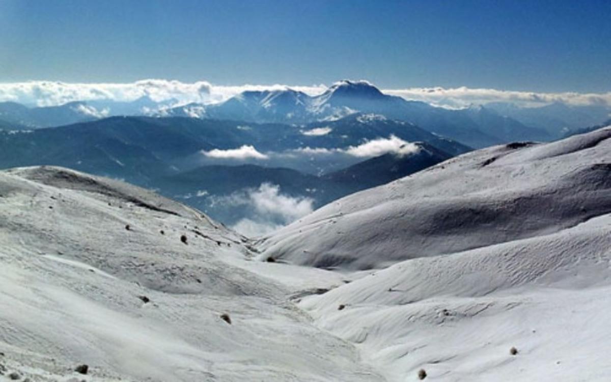 Βόλτα για σκι στο χιονισμένο Βελούχι – Φωτό | Newsit.gr
