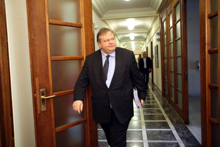 Ο μητροπολίτης Μεσογαίας Νικόλαος δίνει 50.000 ευρώ στον Βενιζέλο | Newsit.gr