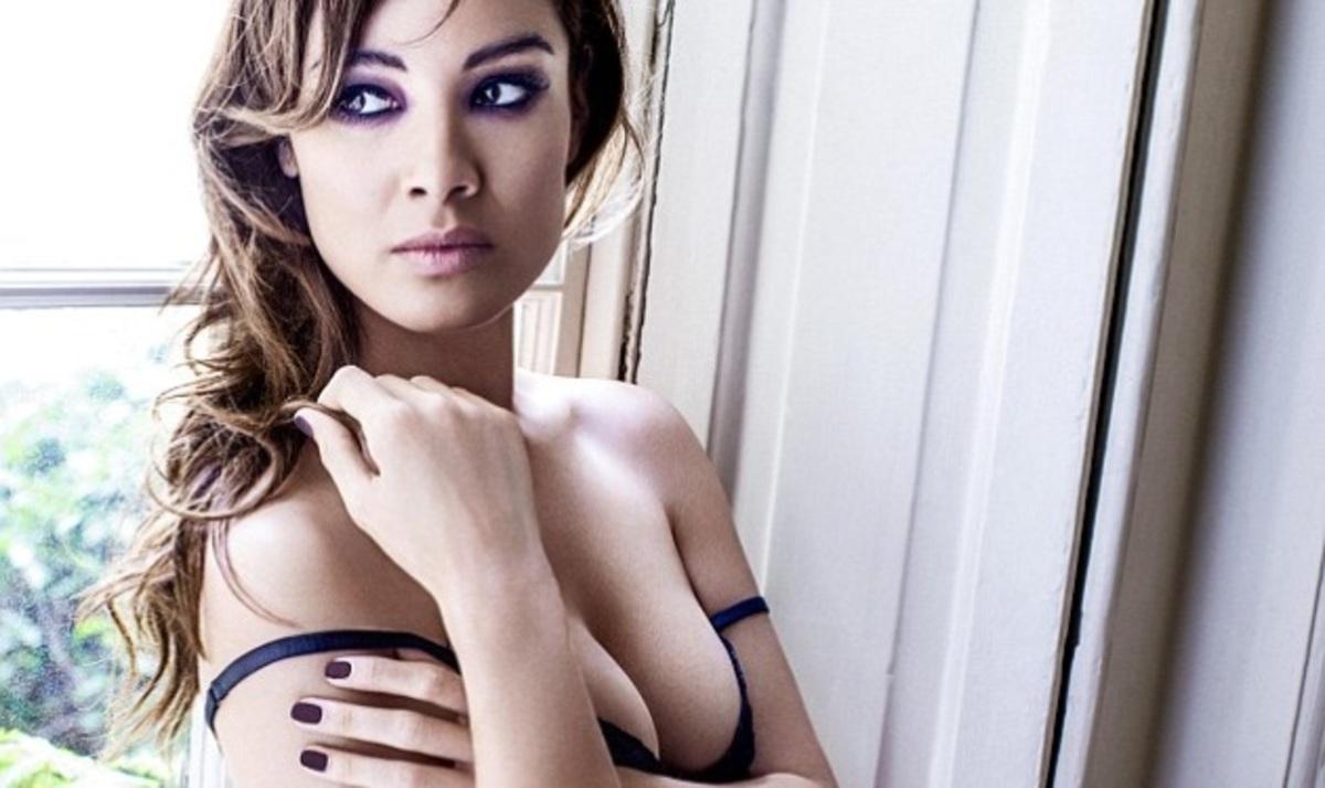 B. Marlohe: Το κορίτσι του 007 μόνο με τα εσώρουχά της!   Newsit.gr